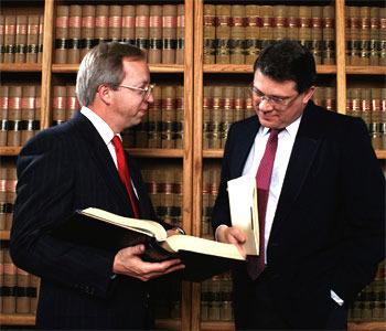 В чем существенная разница между адвокатом и юристом?