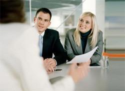 Штатный юрист или услуги юридической компании? Что эффективнее?